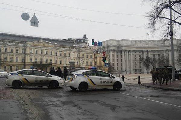 ВКиеве начались стычки между протестующими иполицией