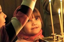 діти церква свічки