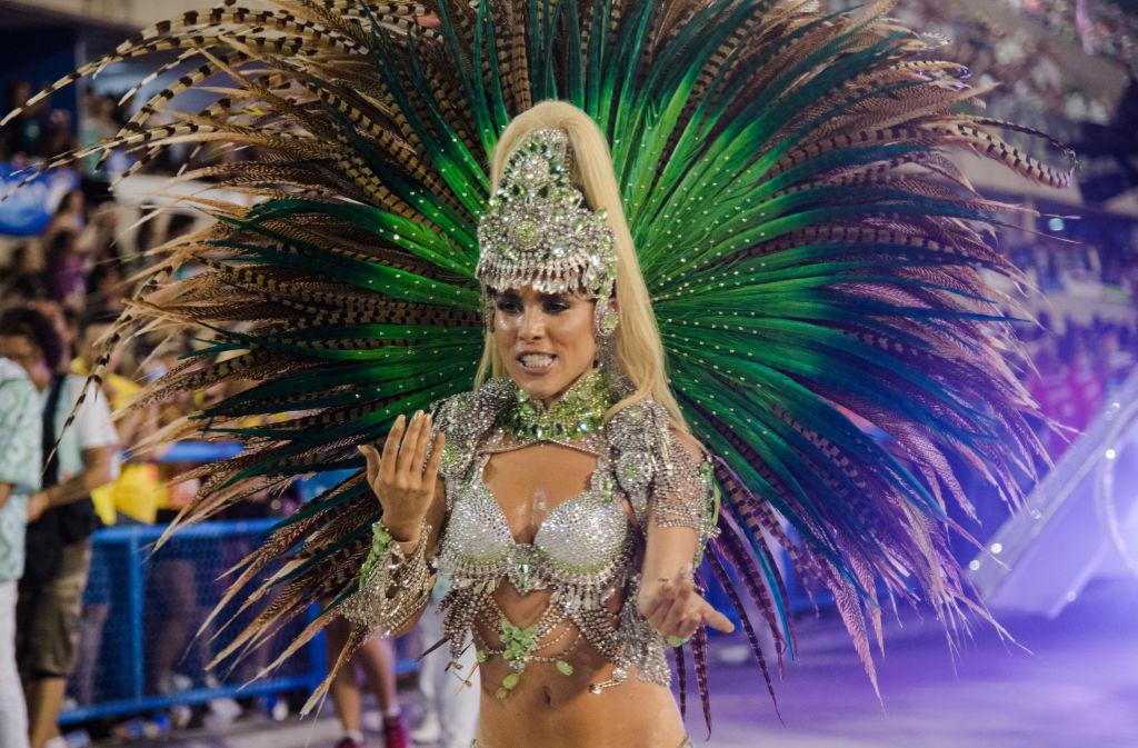 minet-na-brazilskom-karnavale