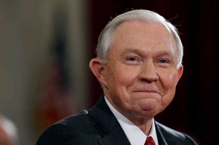 Генерального прокурора США уличили вутаивании встреч с русским послом