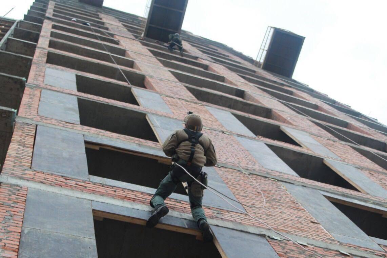 ВНацполиции показали «воздушные» тренировки бойцов КОРДа