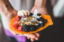 Норма воды и лучшие фрукты: топ-7 мифов о правильном питании