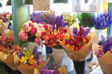 Цветы на 8 марта: как выбрать букет для мамы и девушки