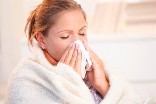 Учёные считают, что одинокие люди тяжелее переносят простуду