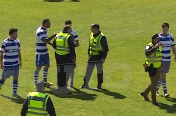 Вчемпионате Португалии футболист коленом ударил судью влицо