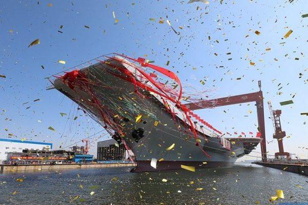 Возникла видеозапись исторического спуска наводу первого китайского авианосца