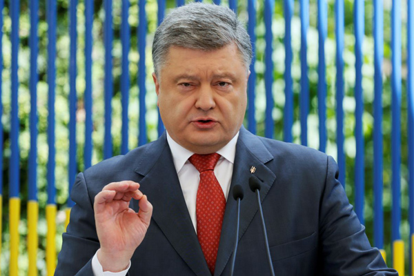 Порошенко о«пленках Онищенко»: его разыскивают правоохранители, пусть даст показания