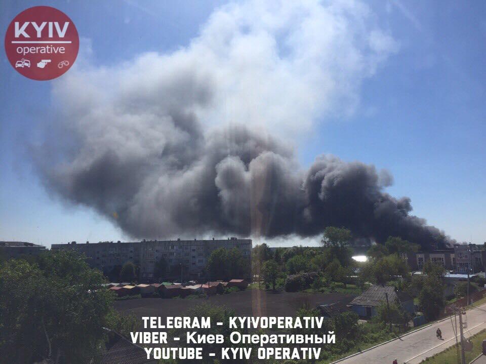 НаКиївщині загорілася суконна фабрика