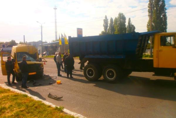 УДніпропетровській обл. маршрутка в'їхала увантажівку: постраждали 7 осіб