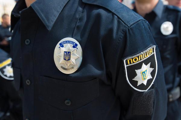 УКиєві поліцейські побили перехожого, який знімав їх на відео