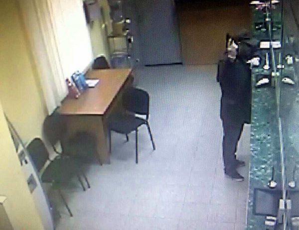 УКиєві зі стріляниною пограбували банк на285 гривень: опубліковано фото