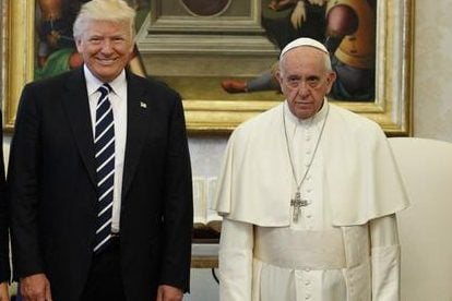 Папі Римському подарували український прапор