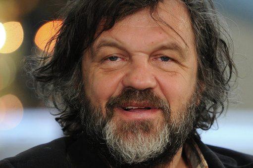 Кустуріца потрапив уДТП: Mercedes режисера вилетів укювет