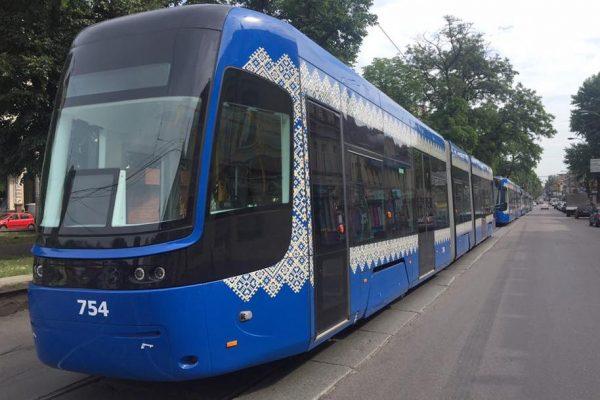 новые трамваи на подоле