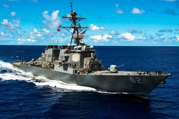 Американский эсминец столкнулся сконтейнеровозом уберегов Японии