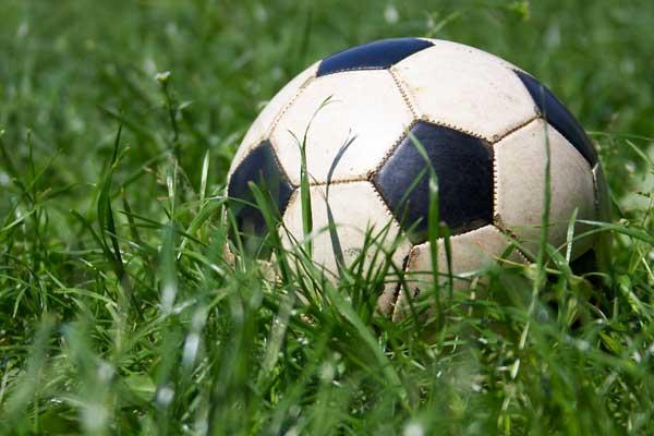 Арбитр спистолетом пытался арестовать футболиста вовремя игры