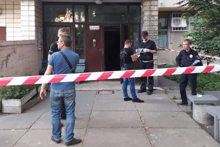 Вподъезде многоэтажки украинской столицы убили мужчину