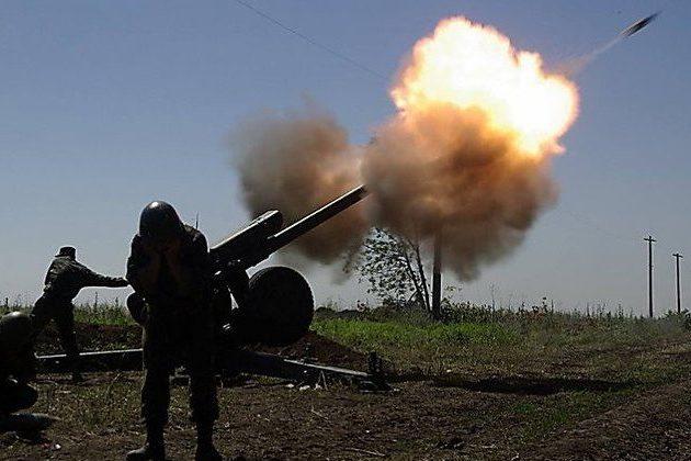 НаДонбассе двое украинских военных подорвались намине