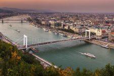 Угорщина продовжила жорсткий локдаун на два тижні