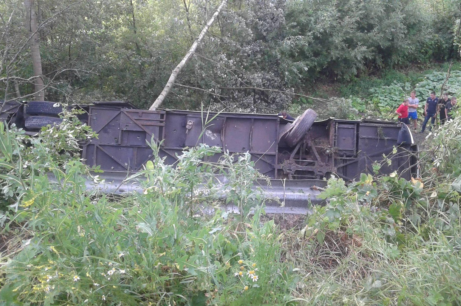УТернопільскій області автобус зблизько 40 туристами з'їхав вурвище