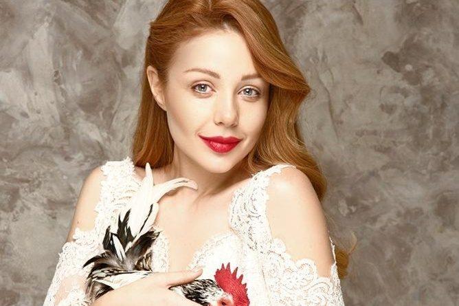 Тіна Кароль заспівала в аеропорту Риги гімн України | Факти