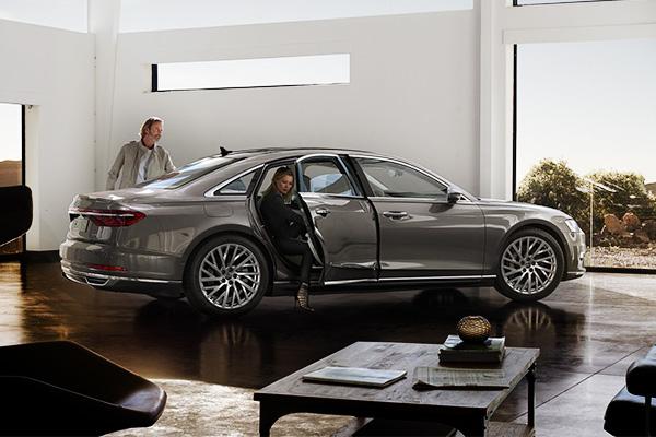 Совершенство технологий: компания Ауди представила самый ожидаемый седан обновленного поколения A8