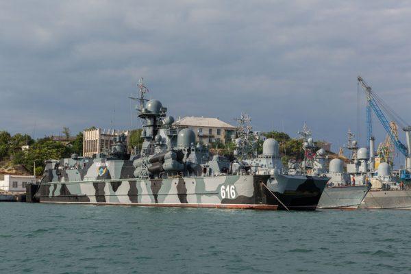РФ  потревоге подняла флот вКрыму