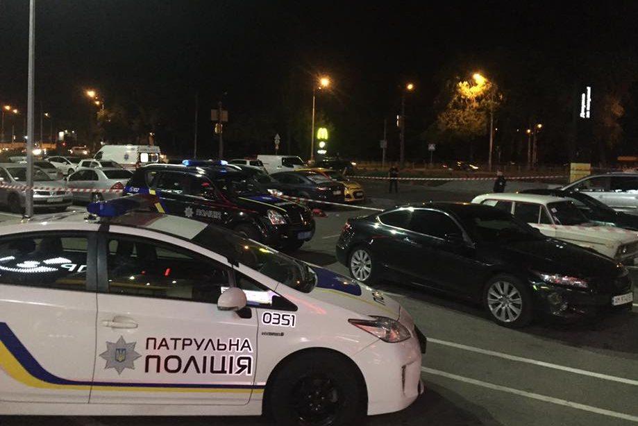 УКиєві завтомата розстріляли чоловіка біля торговельного центру