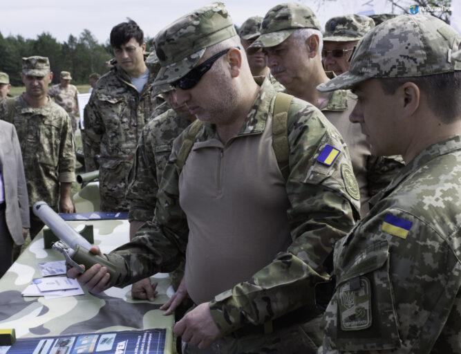Украинцы презентовали новое оружие, схожее наигрушку изсекс-шопа