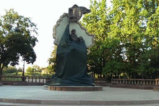 памятник в луганске