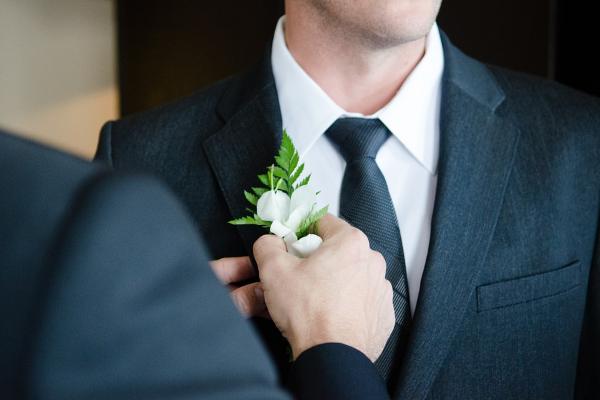Как завязать галстук пошаговая инструкция в картинках.