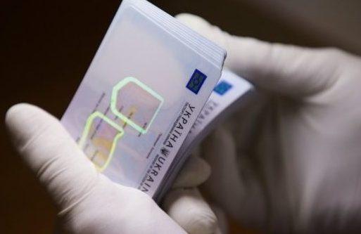 Із осені ID-картки видаватимуть зелектронним цифровим підписом