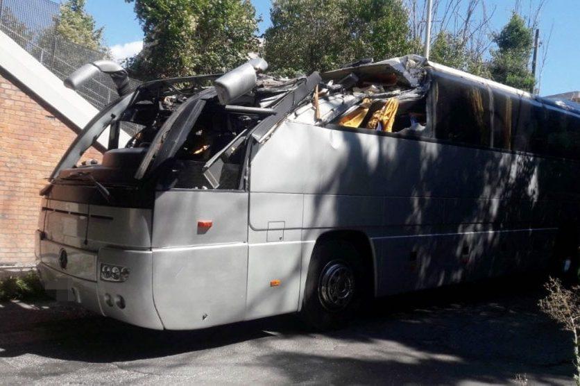 Автобус зтуристами врізався в міст вРимі, постраждало 18 людей