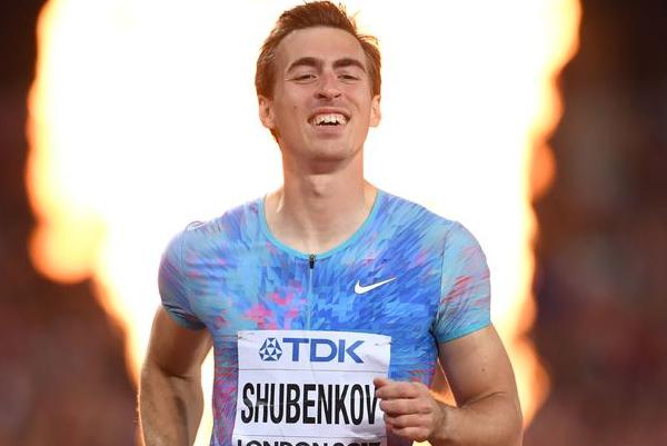 НаЧМ легкоатлет изРФ заклеил надпись Российская Федерация скотчем