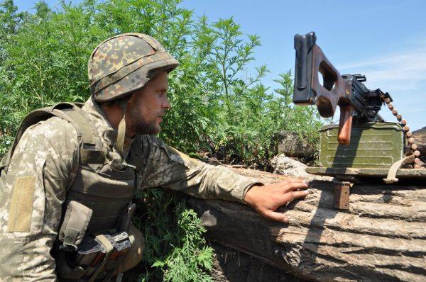 Штаб АТО: Бойовики сьогодні обстріляли позиції ЗСУ зважкого озброєння