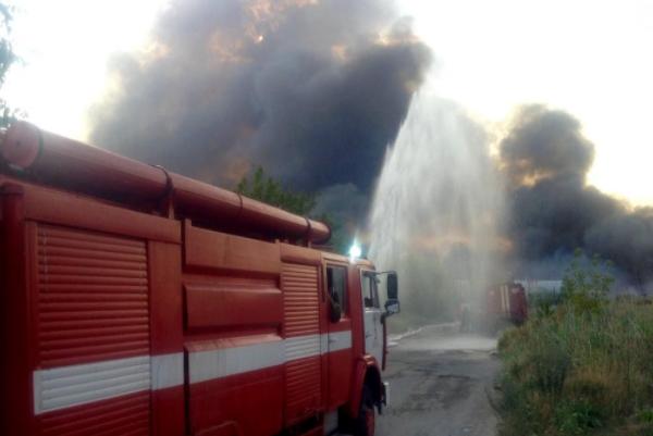 ВДнепре крупный пожар— горят склады