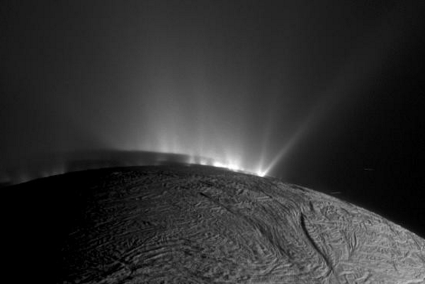 Ученые обнаружили свечение ватмосфере Сатурна