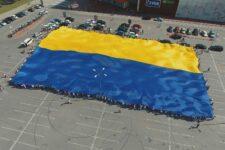 У Сумах розгорнули найбільший прапор України