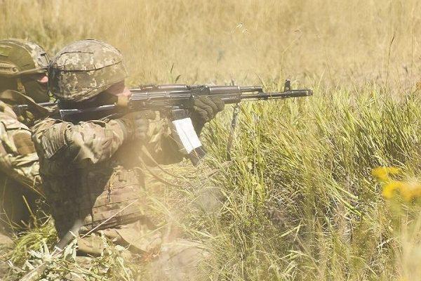 Боевики обстреляли дома мирных граждан изстрелкового оружия