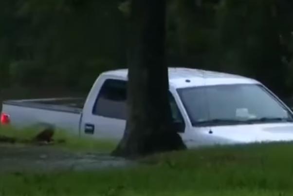 ВСША корреспондент впрямом эфире извлек человека изтонущего автомобиля
