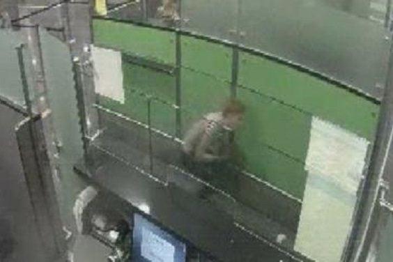 Ваэропорту «Борисполь» шутник накорточках решил проверить внимательность таможни