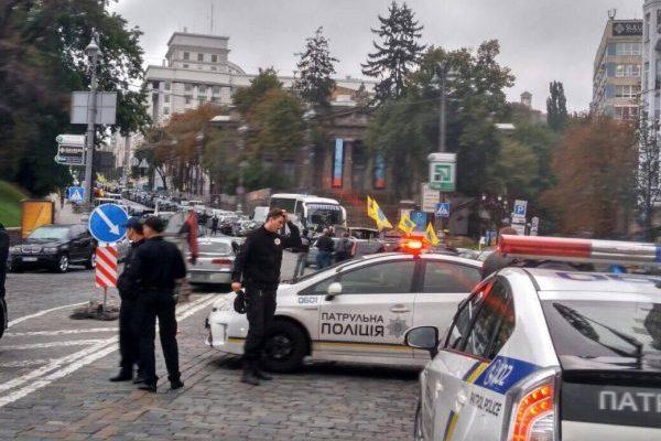 Напротест под Радой приехали около 850 авто
