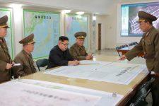 Кім Чен Ин на військовому засіданні