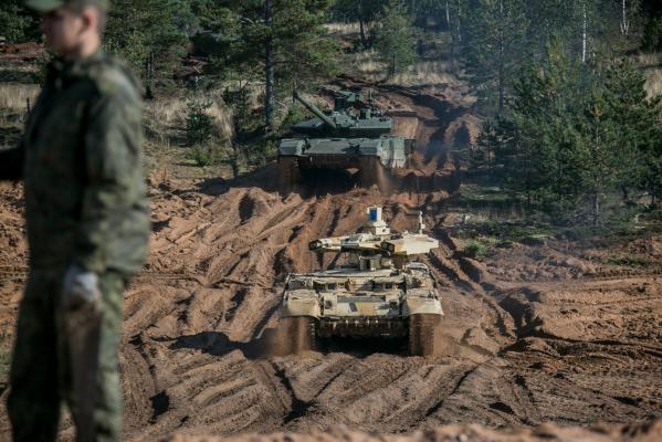 НАТО: Росія готується довеликої війни