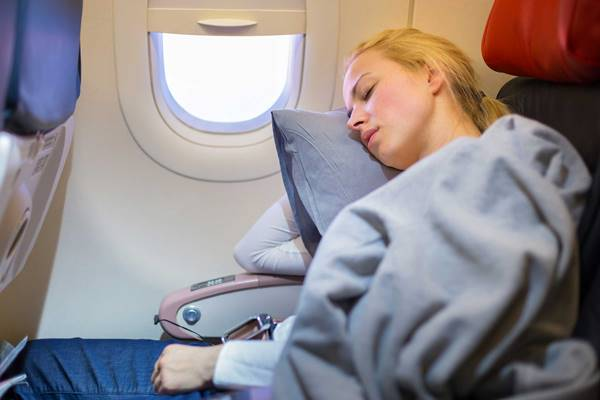 Ученые назвали главную опасность сна всамолёте