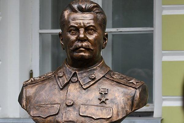 Уцентрі Москви поставили бюст Сталіну