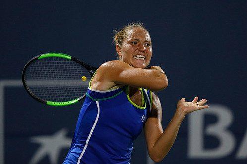 Бондаренко обидно проигрывает втретьем круге Australian Open