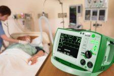 Днепропетровские врачи спасают коллегу, которая работала с больными Covid