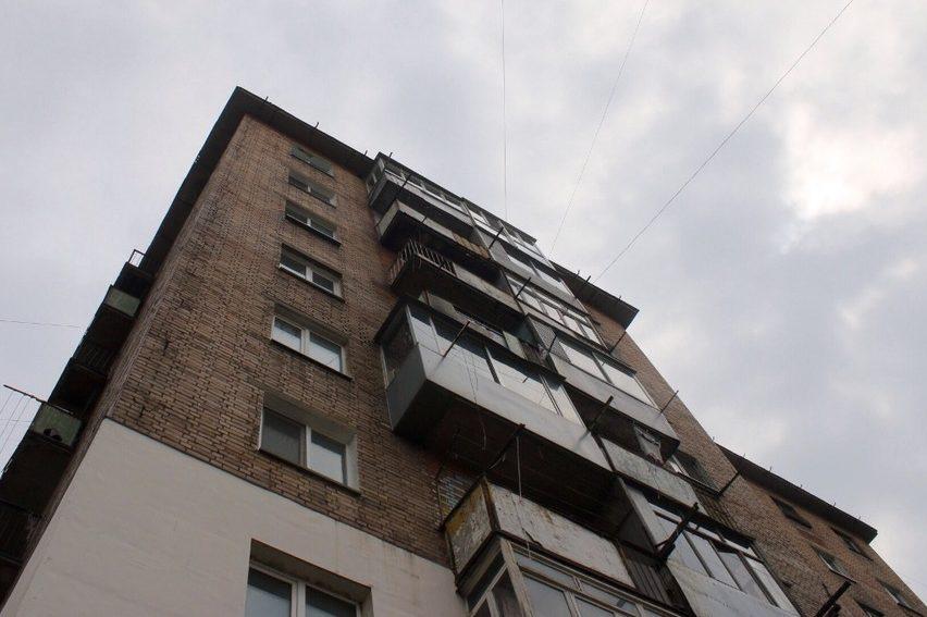 УЛьвові жінка випала зсьомого поверху і вижила