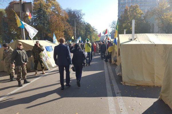 Полиция штурмует палаточный городок возле Верховной рады